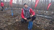 Tony Aguilar en la reforestación de Vigo.