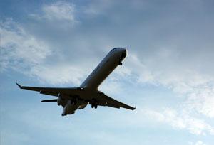 Cada vez más aerolíneas usan su poderío para penalizar la venta intermediada