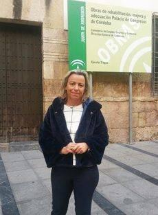 La parlamentaria andaluza a las puertas del Palacio de Congresos de Córdoba.