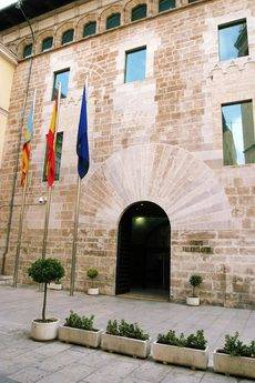 Fachada de las Cortes Valencianas.
