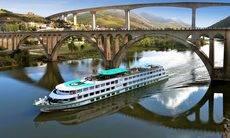Ofrece más de 1.500 cruceros.