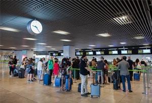 Exteriores trabaja para excluir de la cuarentena a Baleares y Canarias