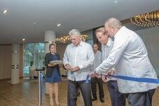 El acto de inauguración del hotel.