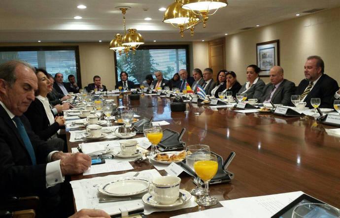 Cuba negocia la entrada de 15 empresas españolas