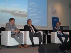 De izquierda a derecha: el presidente de WTAAA, Otto de Vries; el presidente de CEAV, Rafael Gallego; y el secretario general de ECTAA, Michel de Blust.
