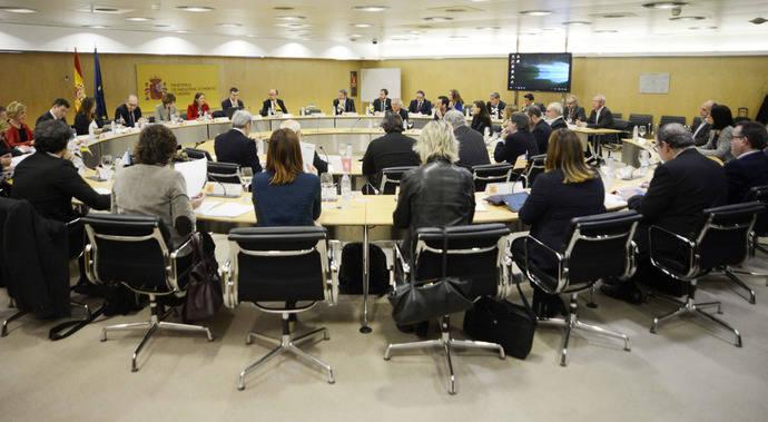 Matutes compite con Armendáriz por la presidencia de la Mesa del Turismo