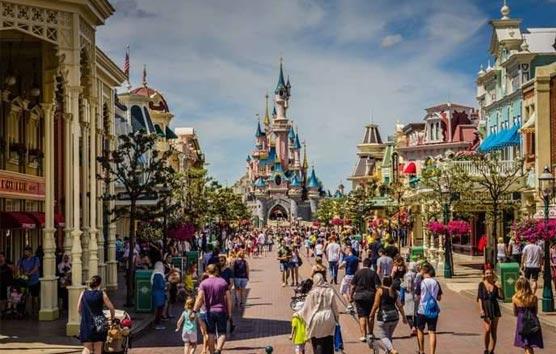 Disneyland París ya recibe a los primeros visitantes tras ocho meses de parón
