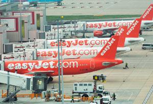 ACAVE denuncia a varias aerolíneas por incumplir la Ley de Viajes Combinados