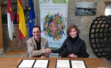 Isabel Oliver y Jesús Pozuelo firman la renovación del acuerdo.