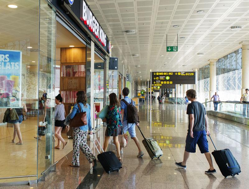 Los turistas gastan en España menos que hace un año