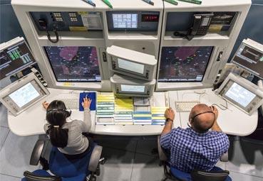 Enaire vuelve a reducir las tasas aéreas para 2021