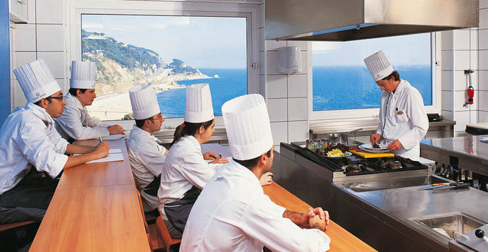 Las grandes hoteleras buscan talento entre los alumnos de la Escuela Sant Pol de Mar