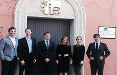 El equipo del Observatorio del Mercado Premium y Productos de Prestigio de IE y MasterCard.