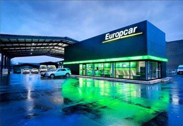 easyJet y Europcar renuevan su colaboración