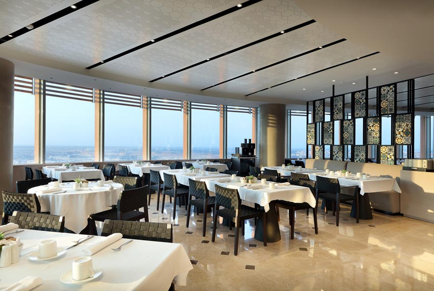 El hotel eurostars torre sevilla vuelve a estar operativo for Hotel eurostar sevilla