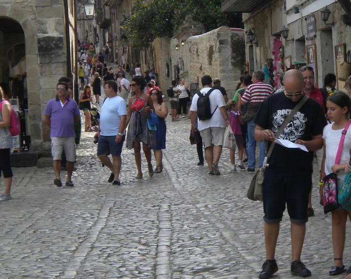 Madrid, Cataluña y Andalucía emiten más de la mitad de los turistas españoles