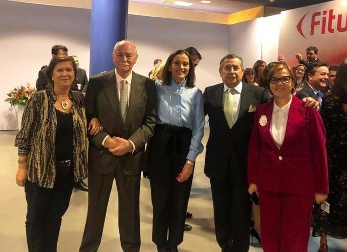 La directora de Fitur, María Valcarce (medio) con los exdirectores Yolanda de Aguilar, Claudio Meffert, Rafael G. Calderón y Ana Larrañaga.