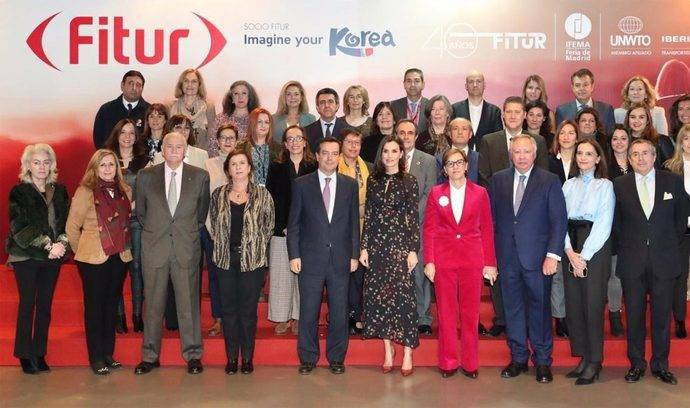 La Reina Letizia se reúne con los directores de Fitur en su 40 aniversario
