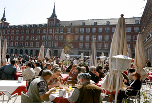 Las llegadas y el gasto turístico siguen sin remontar
