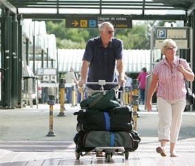 Las llegadas y el gasto turístico siguen hundidos