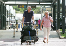 España alcanza los 60,8 millones de turistas.