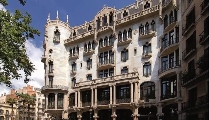 El Hotel Casa Fuster finaliza la reforma de su fachada