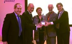 Yolanda de Aguilar recibe el Premio Hermestur en Fitur