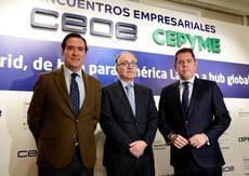 Luis Gallego, en el centro, junto a los presidentes de CEOE y CEPYME.