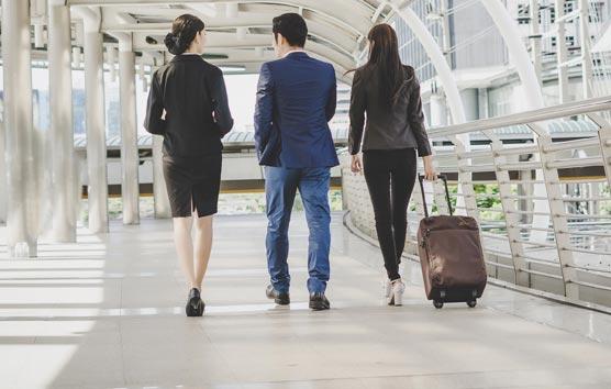 Los viajeros de negocios, satisfechos con sus viajes a pesar de los contratiempos