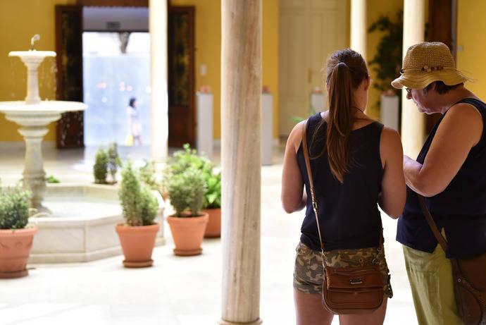 Hosteleros de Granada insisten el la falta de un plan ferroviario
