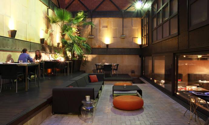 El Hotel Granados 83, un patio interior en el Eixample