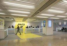 Hertz introduce el pago con tarjeta de débito en Europa
