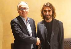 El CEO de Globalia, Javier Hidalgo, posa con el CEO de Iberia, Luis Gallego.