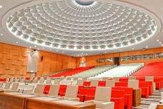El Auditorio Djibloho tiene una capacidad para 1.200 personas.