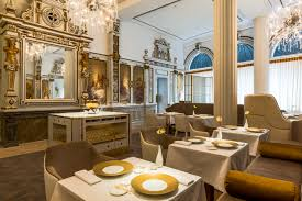 Restaurante White Rooms en el hotel NH Collection Grand Krasnapolsky.