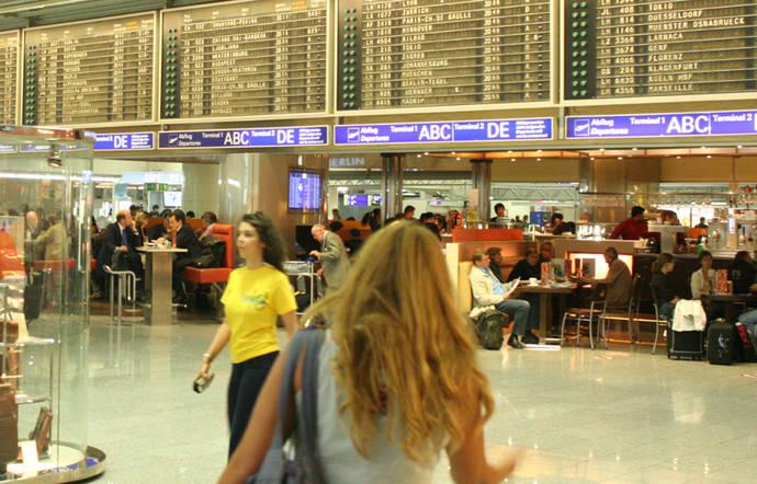 El tráfico de pasajeros aéreos crece un 7% en julio