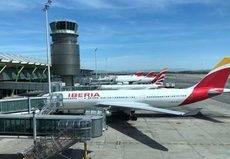 Iberia cederá activos y 'slots' a Volotea para abrir sus bases