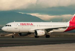 CEAV presiona a Iberia para que elimine los recargos que aplica por pagos con tarjeta