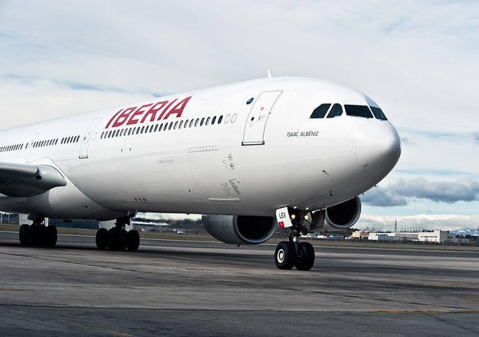 Iberia ultima un plan para reforzar el Puente Aéreo