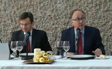 El presidente de Iberia, Luis Gallego, junto con el director comercial, Marco Sansavini.