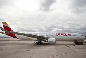 Iberia asegura que con el recargo que aplica a tarjetas 'corporate' no cubre costes