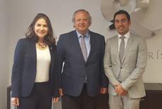 El presidente del ICTE, Miguel Mirones, con los representantes de la candidatura.