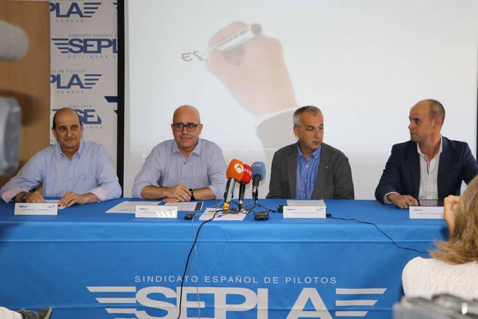El Gobierno prohíbe las comunicaciones aéreas en español