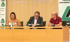El presidente CEHAT, Juan Molas, el presidente de Hosbec, Toni Mayor, y  la secretaria general, Nuria Montes.