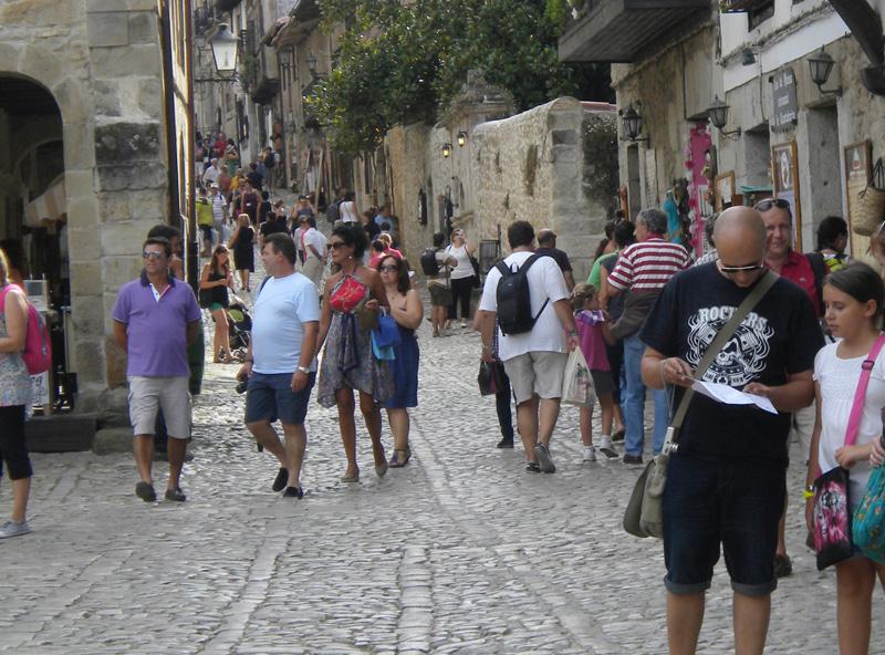 El 40% de españoles no se puede permitir hacer un viaje