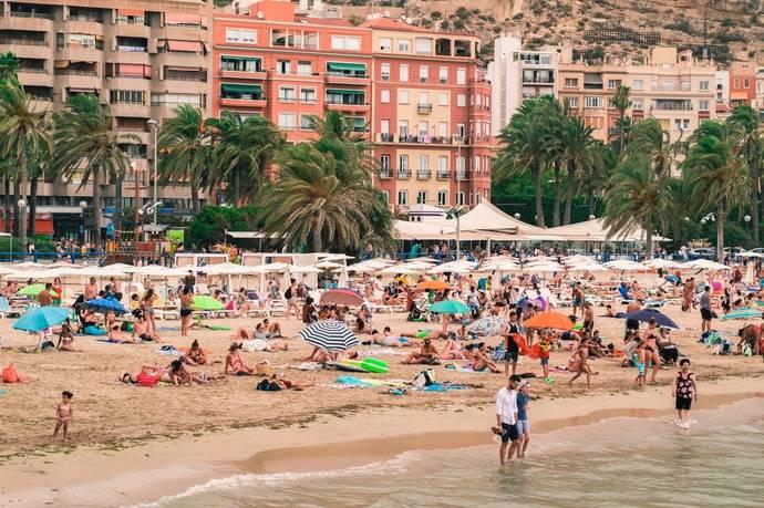 Casi un 70% de los españoles planea veranear en el país