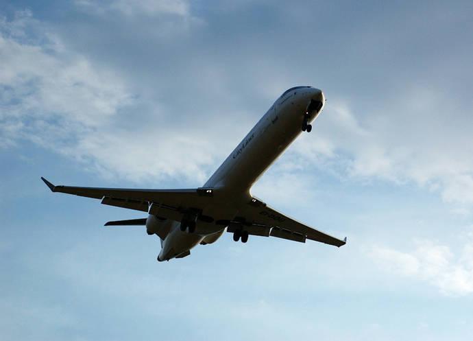 Bruselas prohíbe a 230 aerolíneas operar en la UE