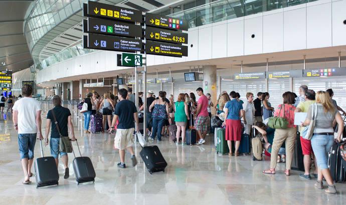 Las aerolíneas de 'bajo coste' se imponen a las convencionales en el mercado español