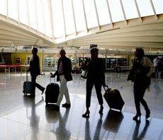 Un viajero de negocio tiene que preparar bien su maleta para evitar imprevistos.