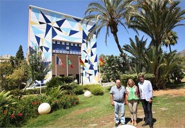 Marbella da color a su Palacio de Congresos